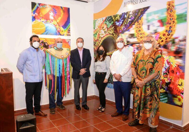 Exposición de Carnaval honra al fotógrafo Alfonso José Khouri