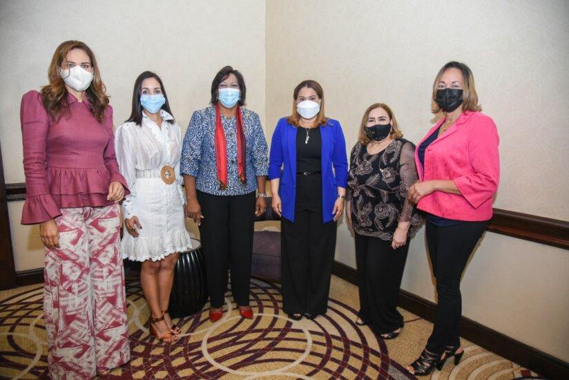 Ministerio de la Mujer festeja aniversario con comunicadores